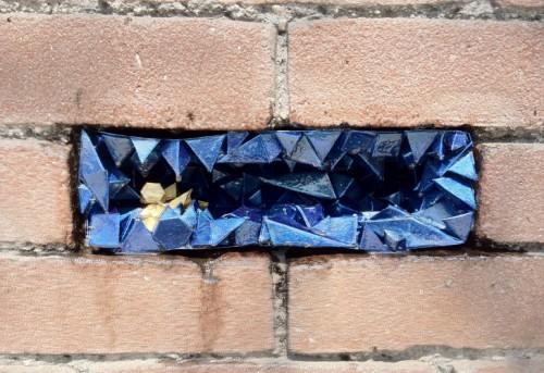 ...och en sista i guld och blått! Oh, så tjusigt! Pappersgeoder av Paige Smith. (Foto Inhabitat/Paige Smith)