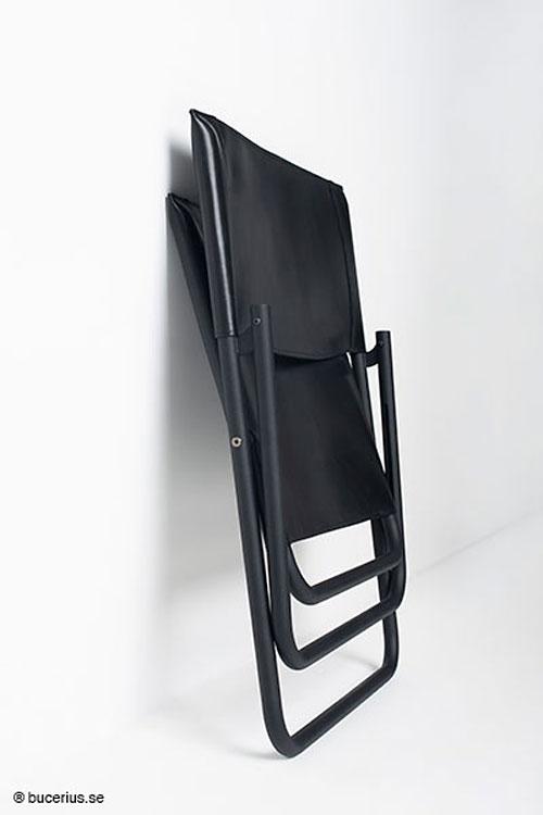Fiffigt undanställd eller upphängd på en vägg. Haeng är lätt i sin rörkonstruktion. För den ombytlige är lädersitsen avtagbar och utbytbar. (Foto Haeng)