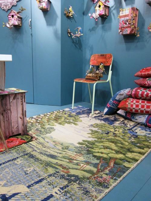 Superroligt med en matta med italienska landskap, eller hur? Italienska Miho med sina karaktäristiska troféer och fåglar i platta paket - gör nu också mattor. (Foto Kurbits)