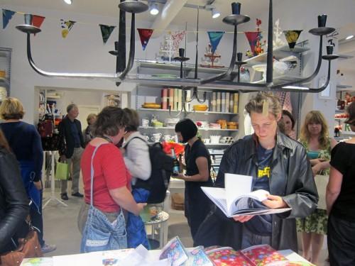 En hel del publik hade vi också - många var nyfikna på boken. (Foto Kurbits)
