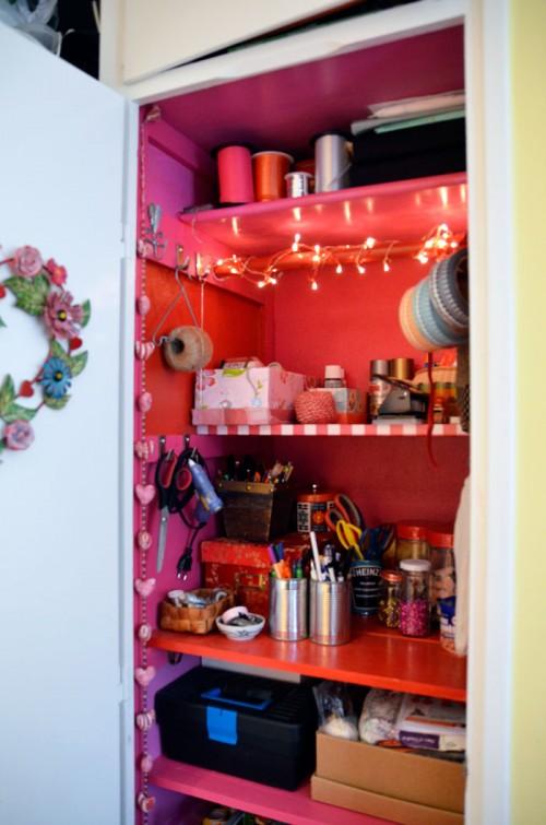 Efter! En flamingorosa pysselgarderob - med belysning! Yeah! (Foto Kurbits)