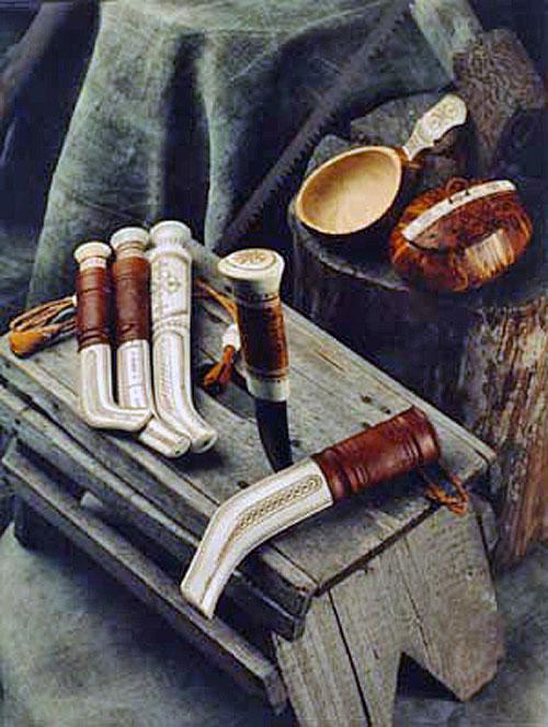 Vacker traditionell sameslöjd av Helge Sunna. (Foto Helge Sunna)