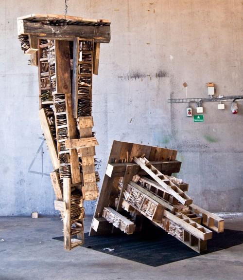 """Kaleidos stipentiat heter Ludvig Ödman och hans två meter höga verk """"Coy"""" består av papper, trä, spik, stål och oljefärg. (Foto Ludvig Ödman)"""