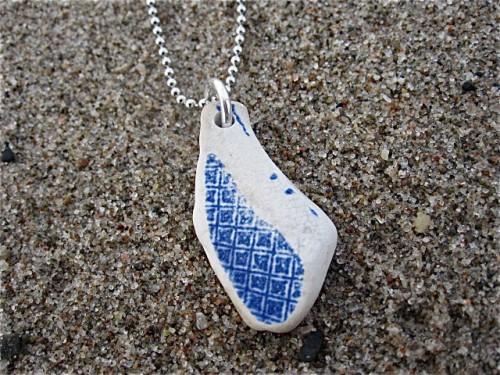 Havsglas som halsband, av Maria Meissner Berg. (Foto Maria Meissner Berg/Havsglas)