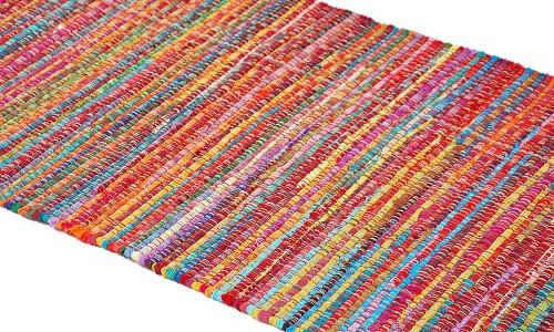 Men här finns också nytillverkat, som den här mattan exempelvis. Rasande tjusig. (Foto Jdots)