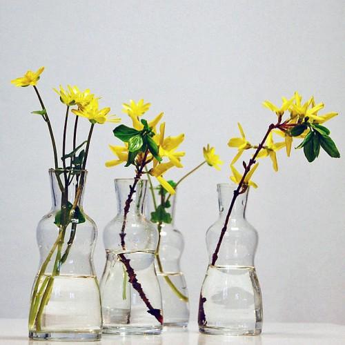 Second handfyndade vaser som säljs i en packe i butiken Jdots.se. (Foto Jdots)