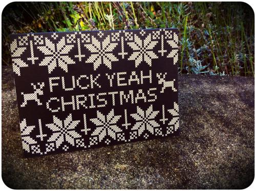 Julkort från brittiska Kate Blandford, brodös med attityd. (Foto Kate Blandford)