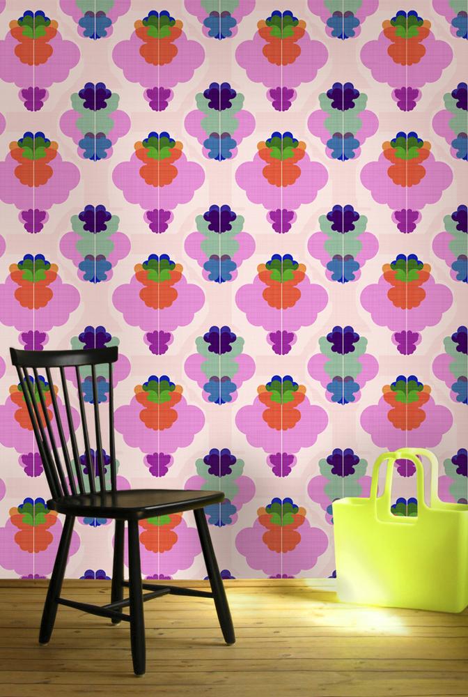 Tapeten med kurbits finns i två färgställningar, samt i lite olika mönsterstorlekar, av  Ulrika Majstrovic Hansén. (Foto Ginger Design Studio)