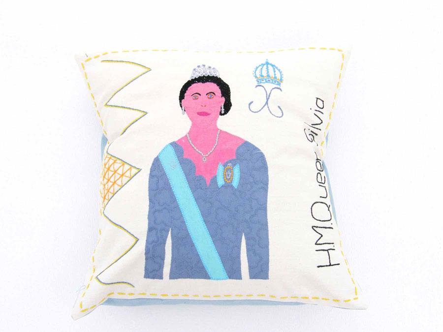 Silvia i Sydafrikansk tappning, broderad och med textila applikationer. Ur Mum's kollektion Royal, som är gjord för den svenska marknaden. (Foto Mum's)