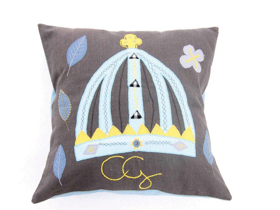 Tillsammans med lite kronjuveler och monogram, serien Royal är gjord i Sydafrika enligt fria tolkningar av det svenska kungahuset. (Foto Mum's)
