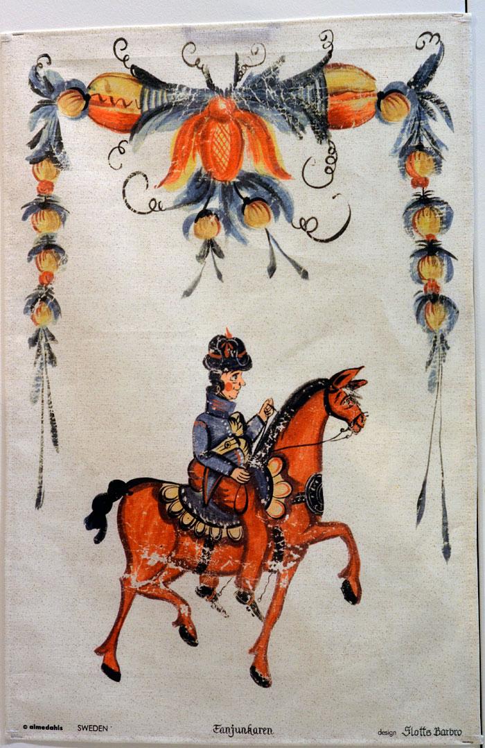 Ytterligare en handduk för Almedahls. Kurbitsmåleri av Slottsbarbro. (Foto Kurbits)