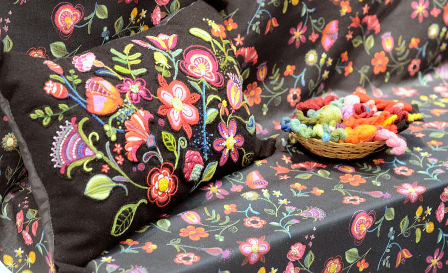 Broderier och band i ny textil tappning
