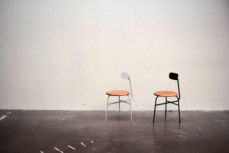 Också möbler ingår i Afterooms kollektion, här stolar. (Foto Afteroom)