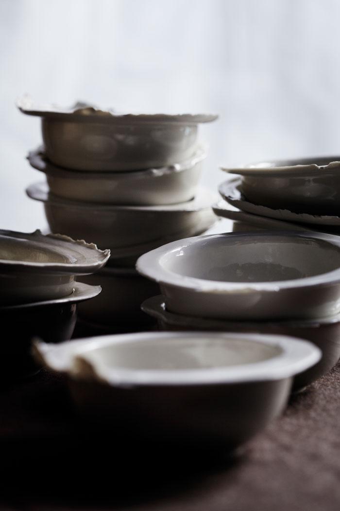 Skålar med twist - varje skål blir unik genom att något lämnas åt slumpen. Från Brave Production. (Foto Karin Björkvist)