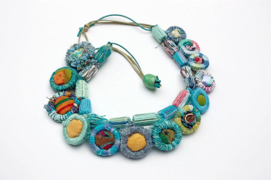 Handgjorda halsband från Serbien