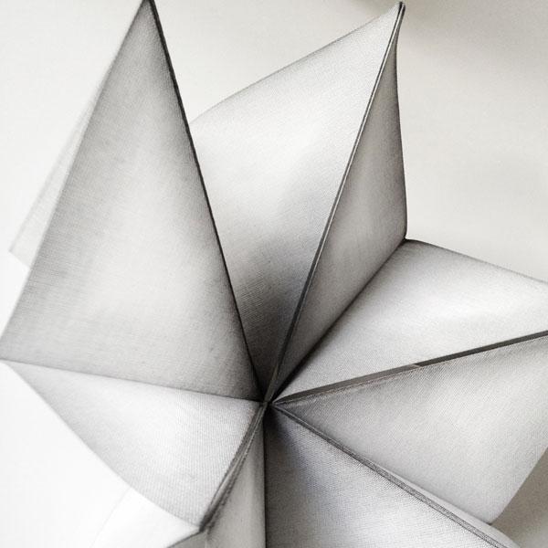 Shibori to dye for, utställningen på Konstfack visar upp den japanska tryck-och färgeritekniken. (Foto Konstfack)