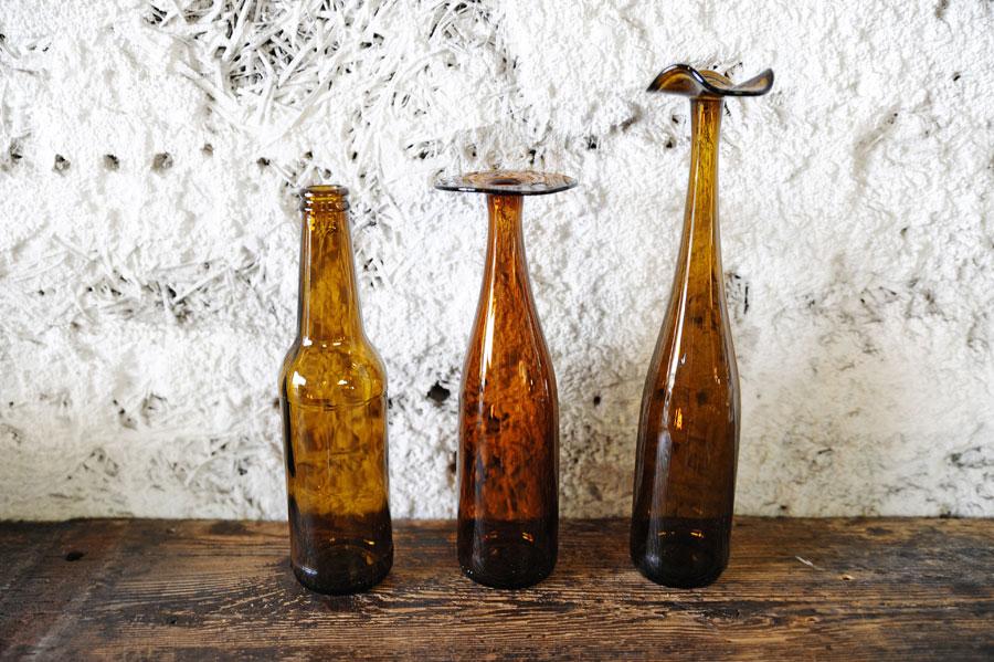 Flaskor som blev vaser. (Foto Återbrukshyttan)