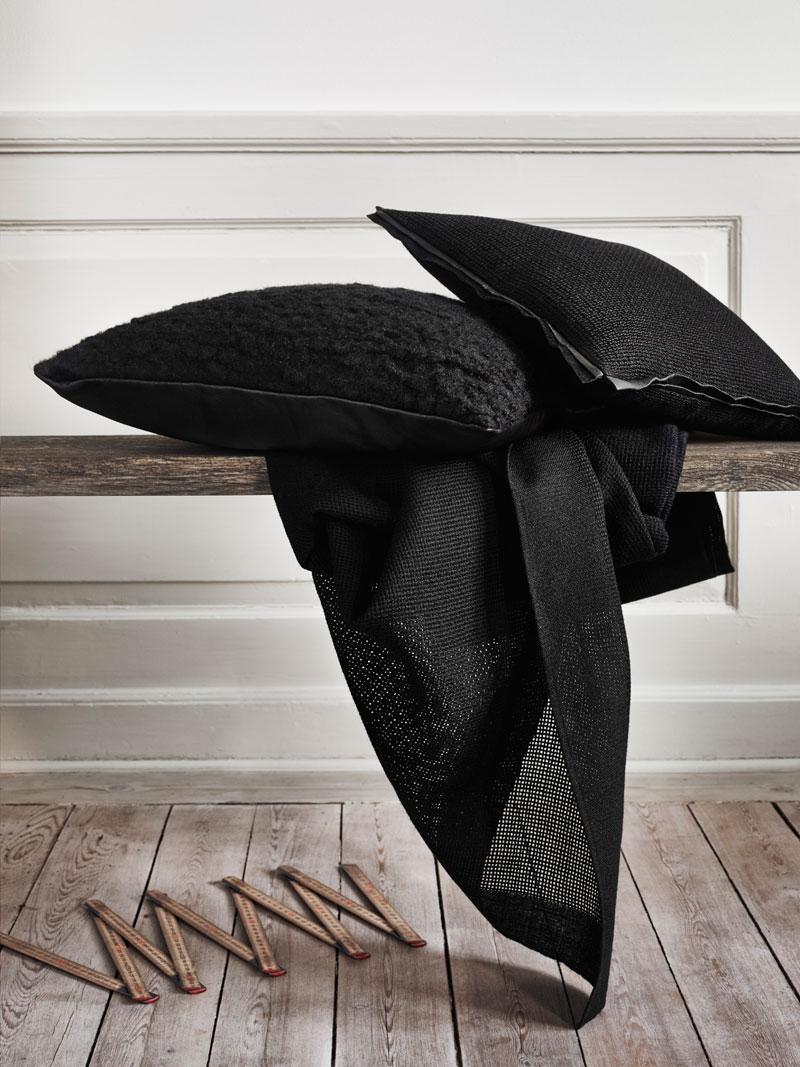 Tunn stramaljmönstrad filt i ull, från Twistin of Sweden. (Foto Twistin)