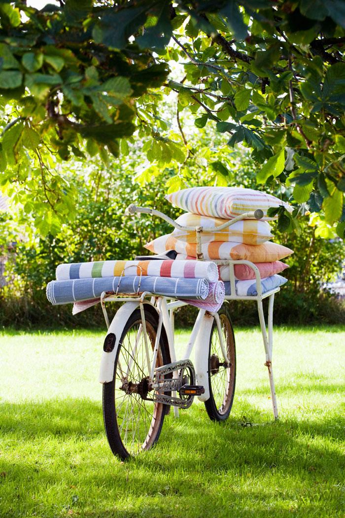 Vår- och sommarkänsla från svenska Nyblom Kollén, som har tema färgfrossa, ateljé och sommarkök i sin nya kollektion. (Foto Nyblom Kollén)