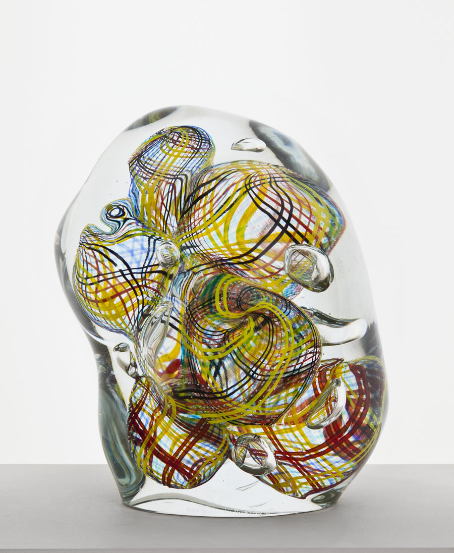 Finska glaskonstnären Oiva Toikka är aktuell med en utställning hos Konsthantverkarna i Stockholm. (Foto Konsthantverkarna)