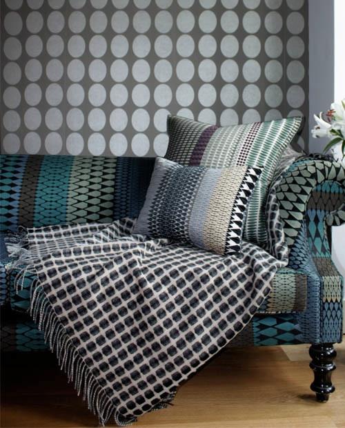 Brittiska Margo Selby har textilier, möbler, inredningsdetaljer och tapeter i sin kollektion. Alla i samma mönster-och färgstarka manér. (Foto Margo Selby)
