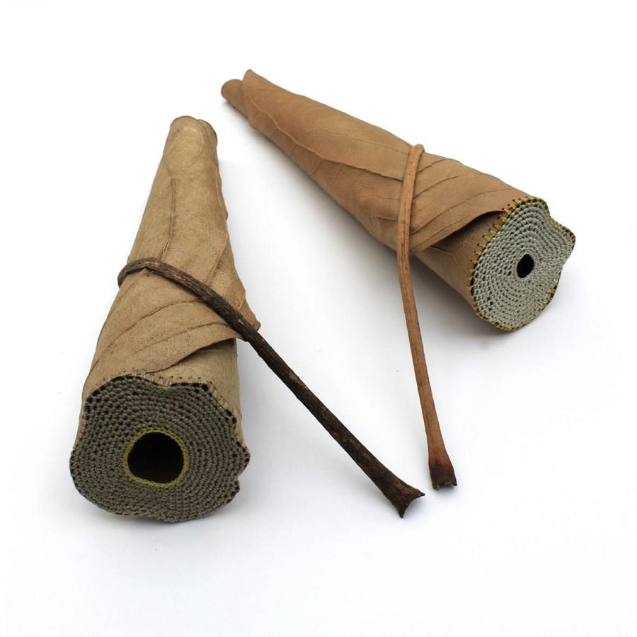 Vad kan man säga - Susanna Bauer har naturen som inspirationskälla och använder garn och virknål, eller som här, nål och tråd. (Foto Susanna Bauer)