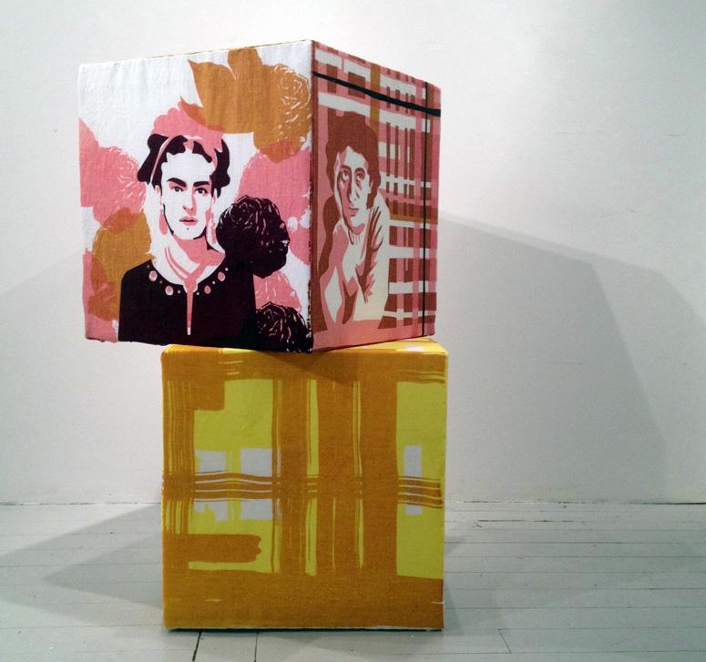 Installationen Kärlekar är en hyllning till textil konst och dess utövare. 40 textila verk visas just nu på Form/Design Center i Malmö. (Foto KKV Textiltryck)