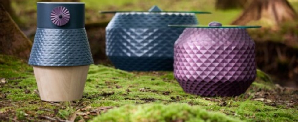 Kollektionen Prehistoric Aliens med små bord och träprodukter, nyhet från duon Glimpt. (Foto Glimpt)