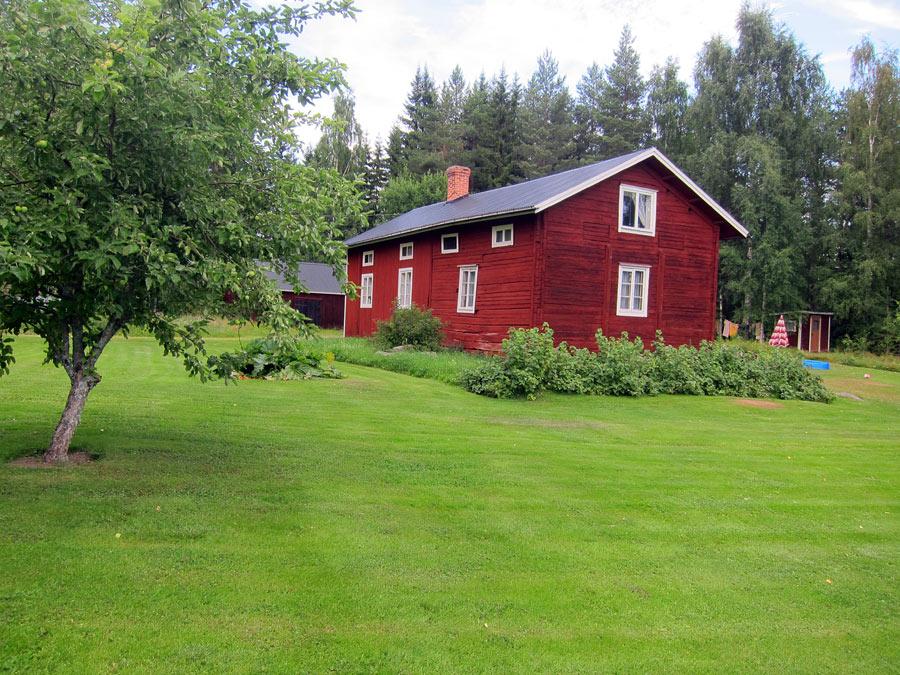 Det här är det hus vi fått bo i hela sommaren. Ljuvligt torp, ljuvlig trakt! (Foto Kurbits)