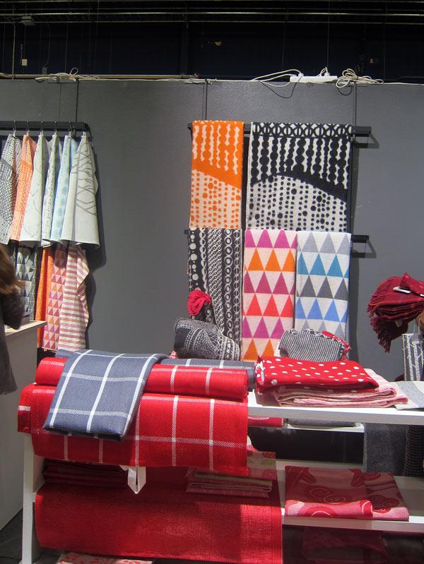 Två finska företag som jag verkligen gillar - Lapuan Kankurit, med de ljuvligaste filtar både i material och mönster samt färg. (Foto Kurbits)