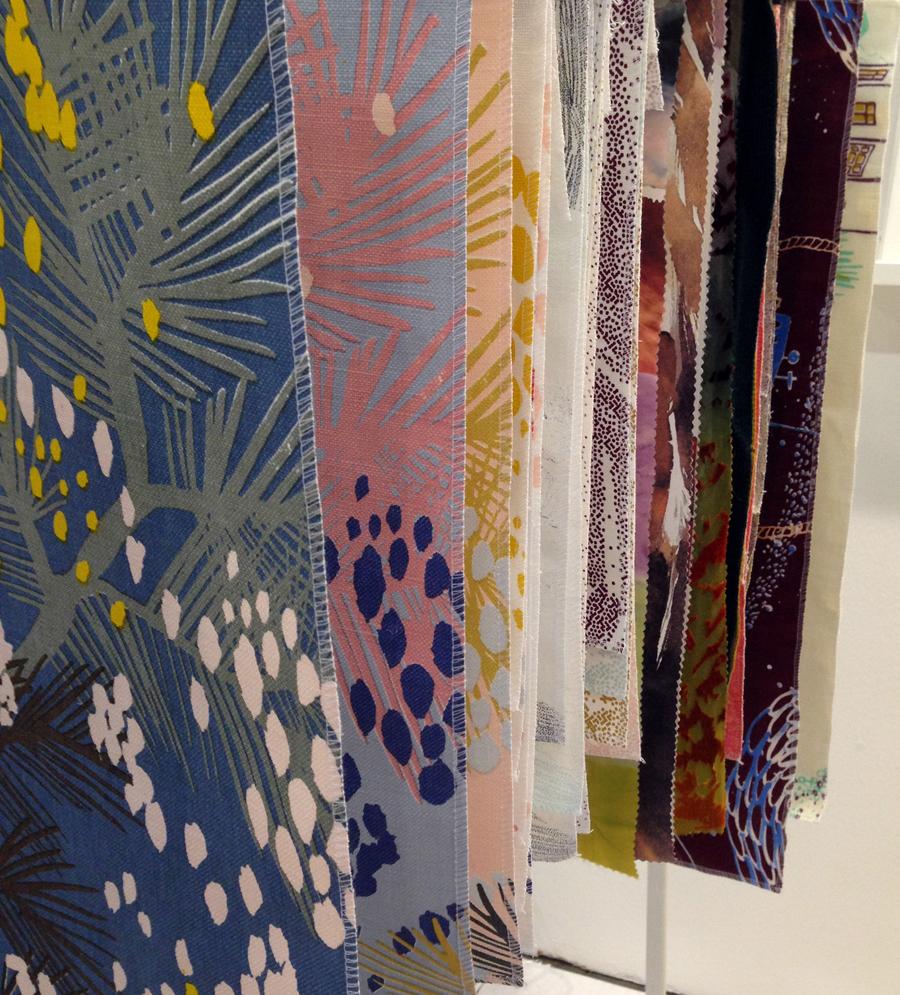 I deras ställning skymtar ett par små prov på kommande mönster också. Samt en del tidigare egna textilier. Spännande bredd på den här duon! (Foto Amanda Boiert och Matilda Ekström)