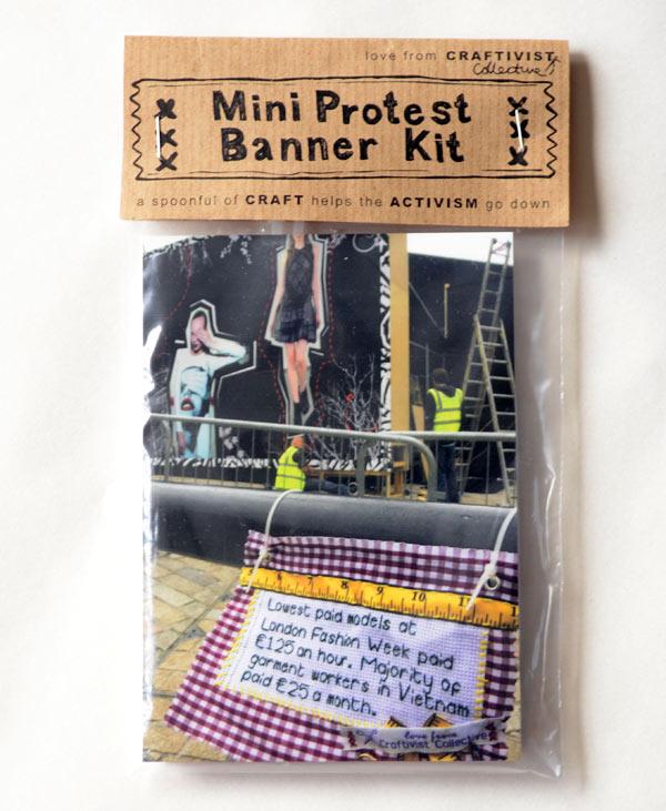Mini protest banner-kit som kom med posten från Craftivist Collective. (Foto Kurbits)