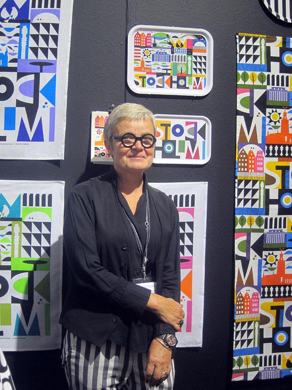 Maria framför ett par av sina mönster på Formex för ett par veckor sedan. (Foto Kurbits)