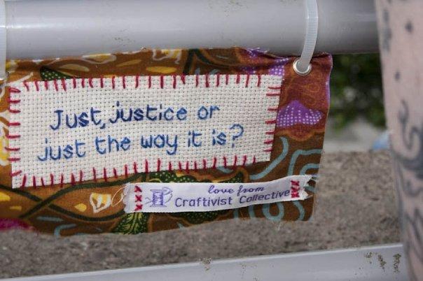 Craftivist Collective medverkar bland annat i min bok, jag har återkommit till dem en hel del på sistone. Jag har följt kollektivet nära och har så mycket fantastiskt spännande material att berätta för er - men det kommer alltså i min bok nästa år...håll ut! (Foto Craftivist Collective)
