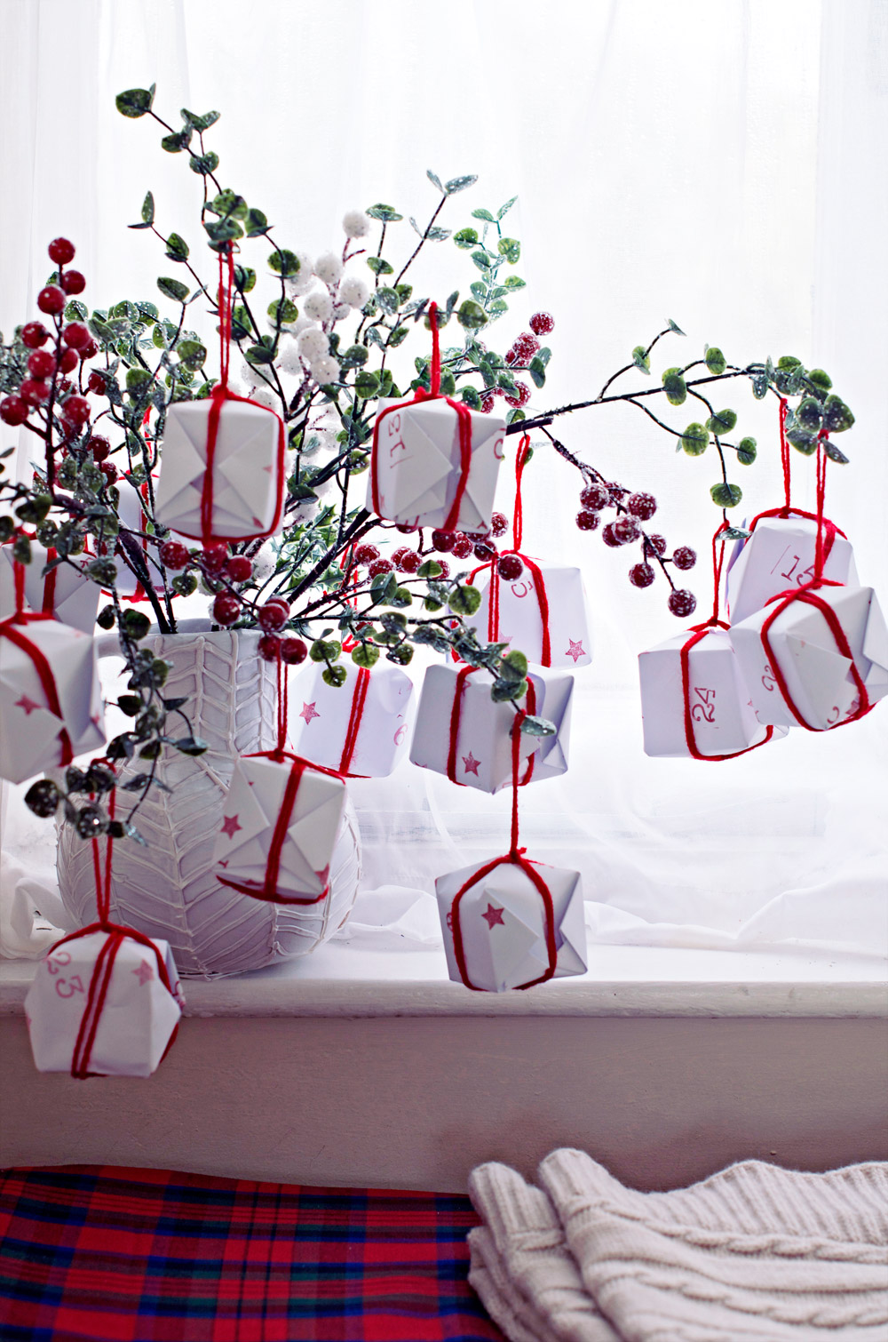 En rad olika sätt att göra adventskalendrar finns på nätet, här är en fransk variant med oerhört avancerade paket, kolla in. clonesnclowns.com (Foto Clones n Clowns)