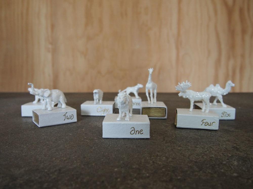 Och bloggen Little Wolf går loss som bara den med den vita sprayfärgen och tändsticksaskarna. (Foto Little Wolf)