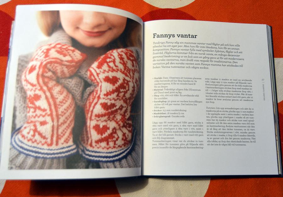 Stickade vardagsplagg som värmer, små och stora plagg för alla tillfällen. Boken Varmt & Stickat av Eva Trotzig och Erika Åberg är en fin stickbokspärla. De fina bilderna är tagna av Malin Nuhma.  (Foto Kurbits)