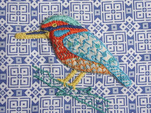 Brittiska Sami Teasedale broderar fantastiska fåglar med en fin mönstermix. (Foto Teademade)