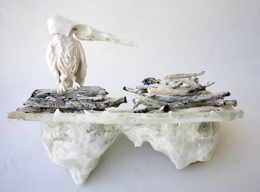 Under tystnad, verk av Louise Eklund som är Kaleidos stipendiat i år. Stengodslera. Höjd ca 70 cm. (Foto: Louise Eklund)