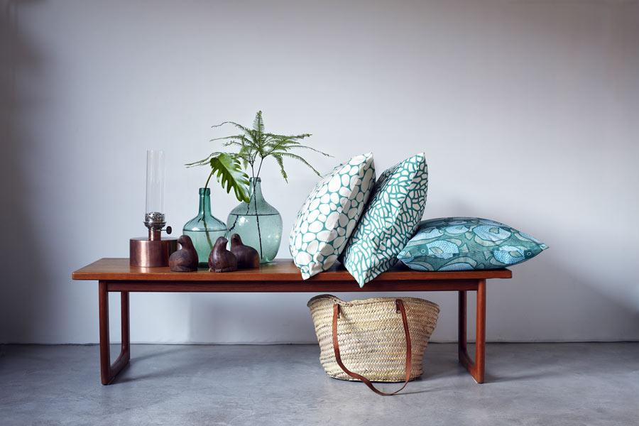Kuddar, bland annat mönstret Fiskar, av Ulrika Gyllstad. (Foto Karin Björkquist)