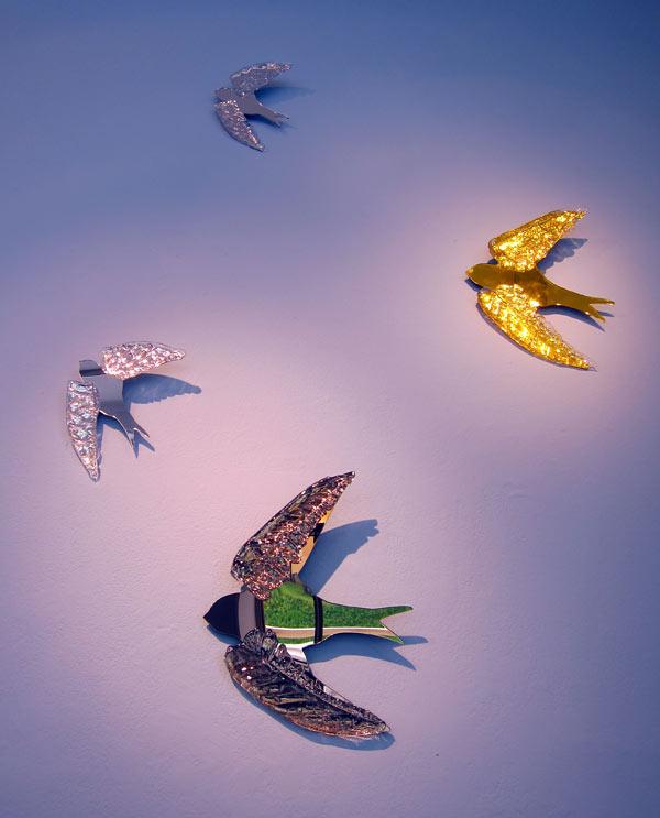 Glad sommar! Fåglar av Irina My Lindqvist, just nu på Blås&Knåda i Stockholm. (Foto Kurbits)