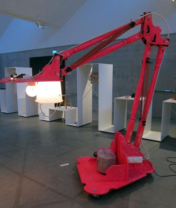 Radikalslöjdad lampa av Anders Lagombra Jakobsen, The Future is Handmade. (Foto Kurbits)