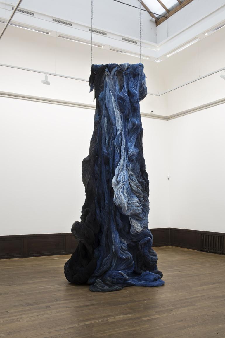 Hanne Friis, Nyanser i blått og svart. Attention: Craft. (Foto Mattias Lindbäck)