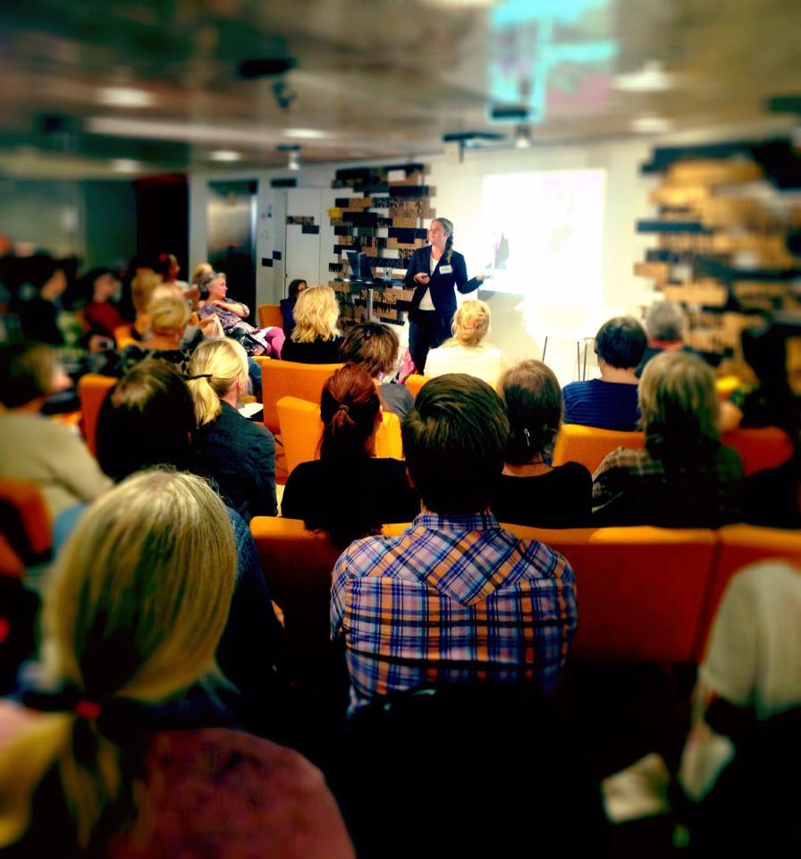 I torsdags kväll var det dags också för föreläsningen kring boken, tack alla ni som kom och lyssnade! Vilken fin kväll det blev! (Foto Anneli Levin)