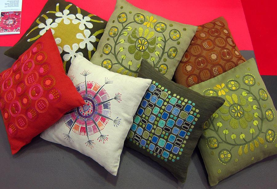 Många fina mönster från Handarbetets Vänners Edna Martin. (Foto Kurbits)