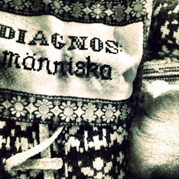 Diagnos människa - ett av Garnapas, alias Elisabeth Buchts verk. (Foto Elisabeth Bucht(