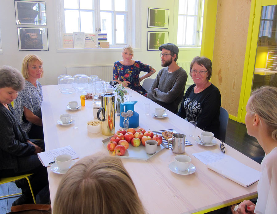 Dagens medverkande: Anette Nilsson och Anna Wengdin. Längst ner i bild Anna Åhlin Hägglund som ligger bakom Do-shopen tillsammans med Designtorget, här skymtar Amanda Hasselström från samma företag. (Foto Kurbits)