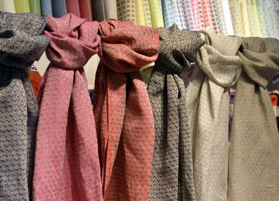 Växbo Lin hade med sig en ny produkt till mässan, den superfina sjalen Stjärna. Vävd i Växbo i Hälsingland, av lokalodlat lin. (Foto Kurbits)