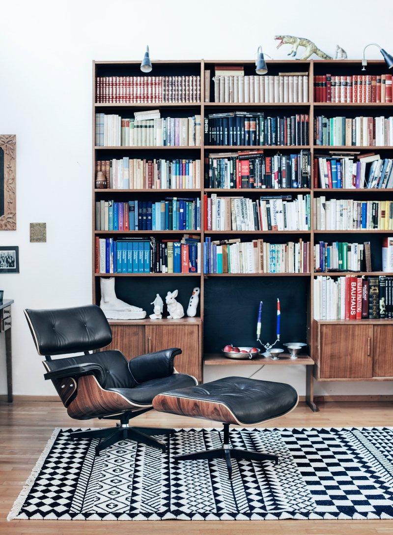 Mönstren blir strikta och stiliga i Mum's mattform, här Kassena original black igen, mattorna finns också i gröna och orange nyanser. (Foto Suvi Kesäläinen / Mum's)