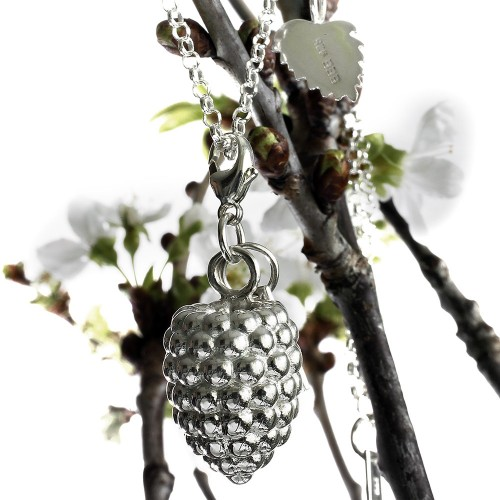 Halsband av Eva E Eriksson. (Foto Eva E Eriksson)